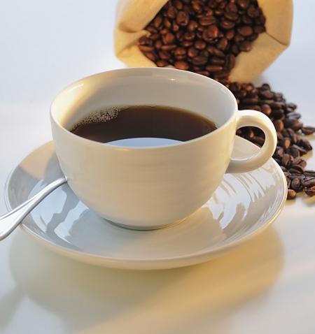 Màu sắc của ly cà phê nguyên chất trong trẻo, không đặc quánh và đen đục