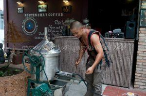 cửa hàng cà phê phong cách Tây Nguyên