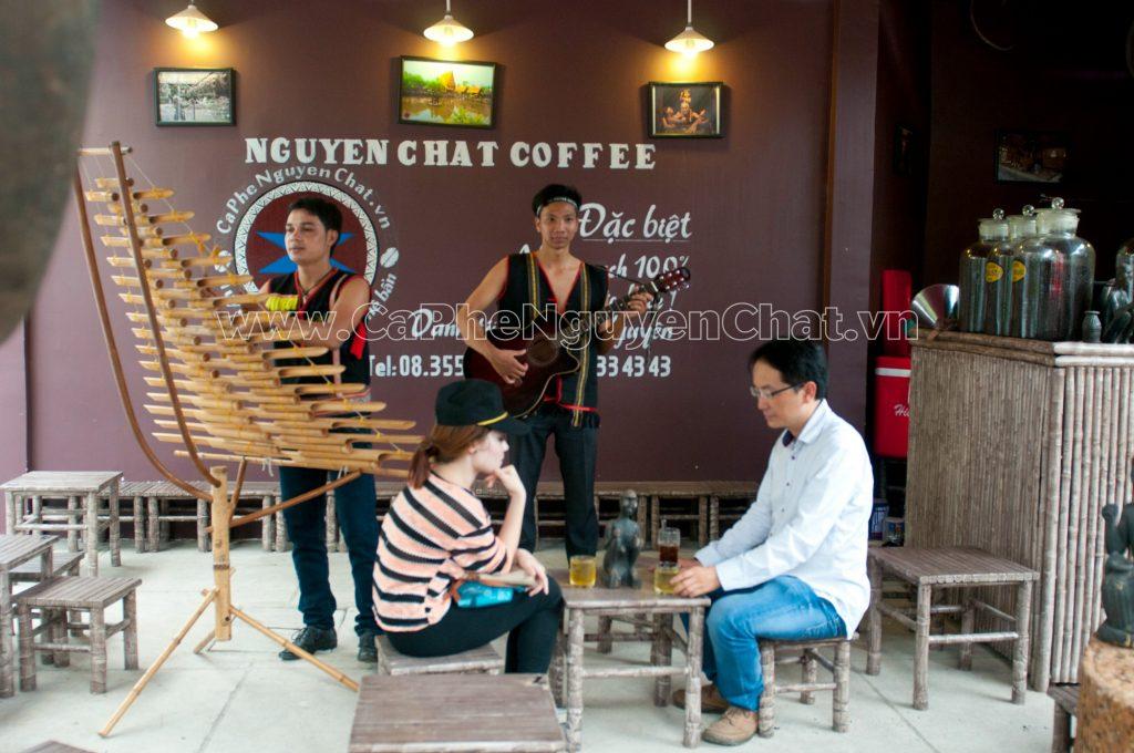 Dinh-Bach-Duong-ong-chu-cua-Nguyen-Chat-Coffee
