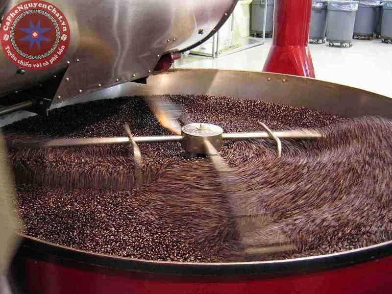 Rang sấy cà phê là phương pháp bảo quản cà phê phổ biến.