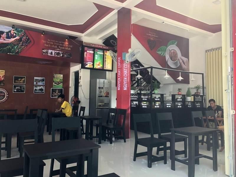 Thiết kế quán cafe hiện đại thường hướng đến sự giản dị trong mùa sắc và bố cục cũng như không gian nội thất.