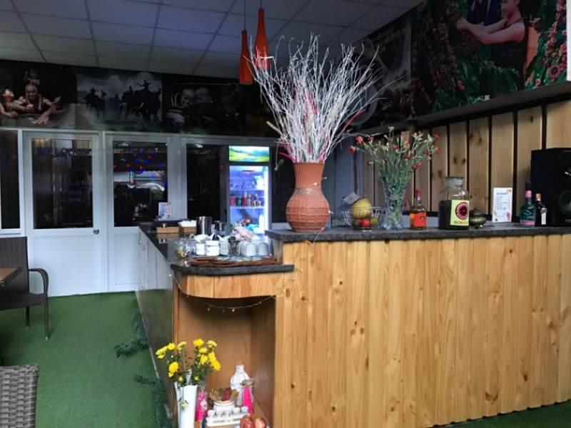 Thiết kế quán cafe theo phong cách gỗ sử dụng nguyên liệu chủ yếu là từ gỗ - đơn giản trong việc thi công và giúp tiết kiệm chi phí cho chủ quán.