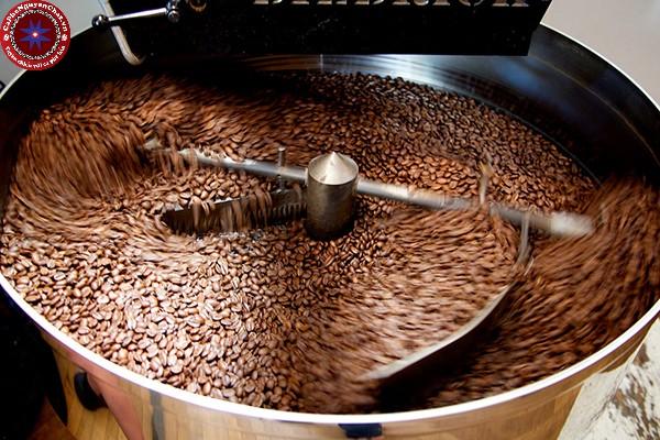Rang là một bước chế biến cà phê rất quan trọng. Nếu được rang đúng cách, hạt cà phê sẽ trở nên tuyệt vời, ngược lại, mùi vị sẽ rất tệ