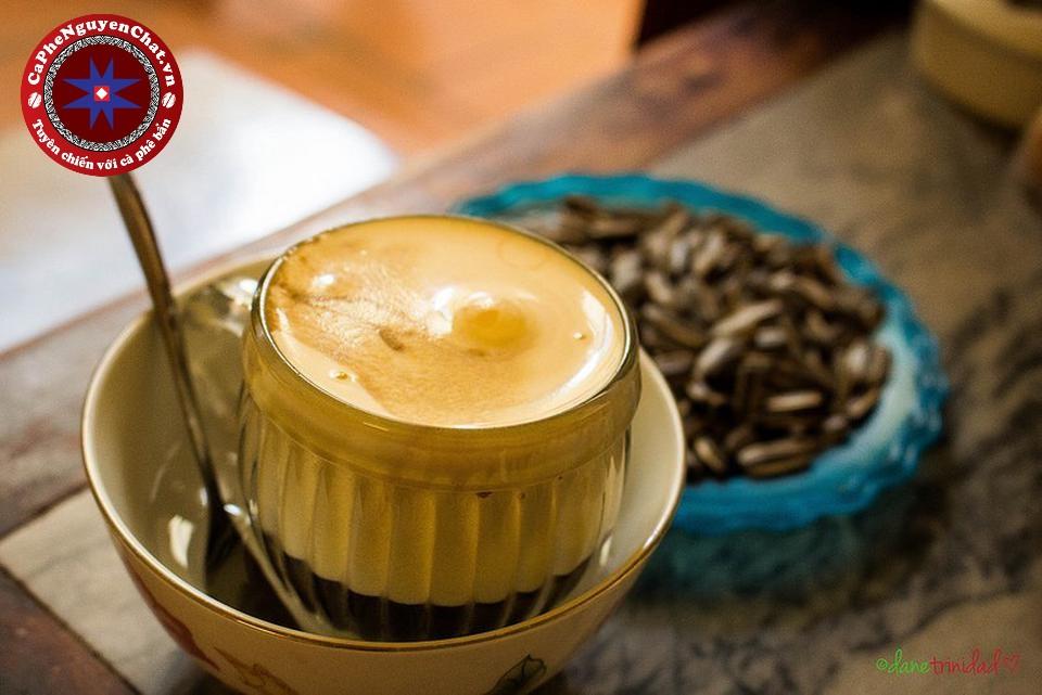 Cafe trứng là một trong những nét đặc trưng của người Hà thành. Đây là thứ đồ được yêu thích bởi mùi vị nồng nàn, béo ngậy đặc trưng không thể quên. Bài viết hôm nay sẽ giới thiệu đến bạn cách làm cafe trứng tại nhà thật ngon miệng.
