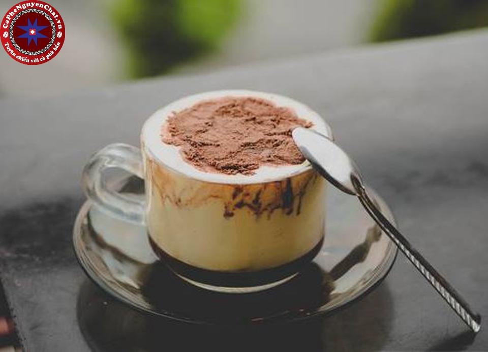 Cafe trứng được yêu thích bởi sự béo ngậy cùng hương vị nồng nàn. Cùng theo chân Nguyên Chất Coffee tìm hiểu bí quyết pha chế 1 cốc cafe trứng ngon .