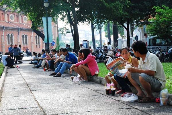 Sự bình dân, gần gũi của cà phê bệt là điều thu hút người Sài Gòn.Một trong những nét đẹp văn hóa của Sài Gòn.