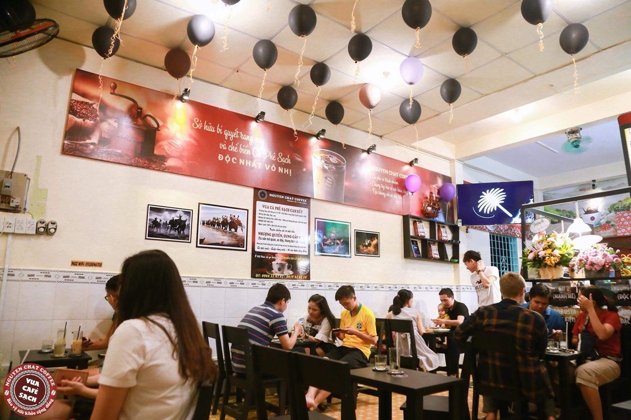 Quán cafe rang xay đông khách