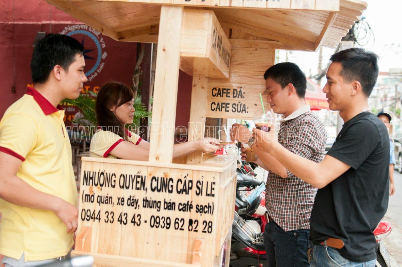 Xe gỗ bán cafe mang đi
