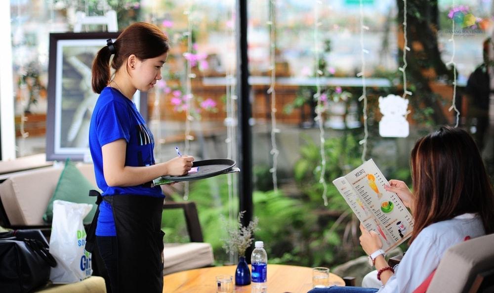 Vị trí hoạt động trong quán cà phê cho nhân viên mới