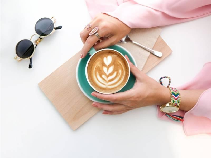 Kinh doanh online là gì? Có nên kinh doanh cà phê online hay không